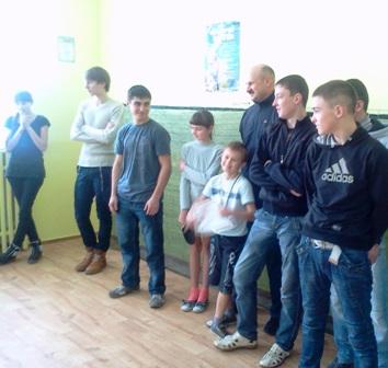 Участники соревнований по настольному теннису. Первая лига города Славуты