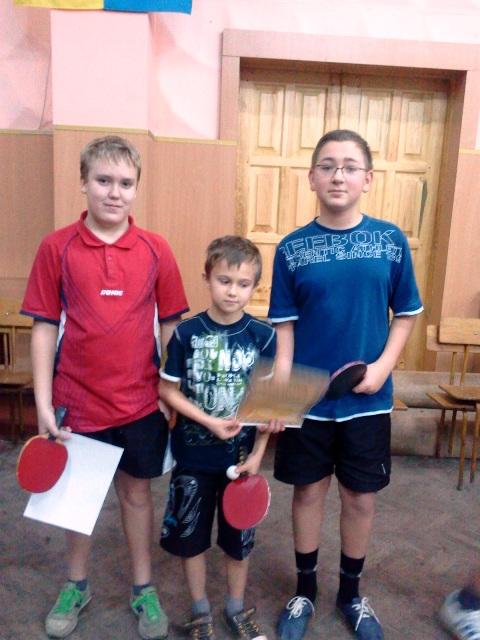 А вот и победители! Но Саше Лукьяненко (в центре) в этот раз медаль не досталась...