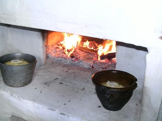 Огонь в печке пока еще горит