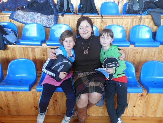 Ирина Шинкарева и Алина Чернявская со своим тренером Шевченко Ириной Прокофьевной