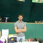 Продавец всякой теннисной всячины