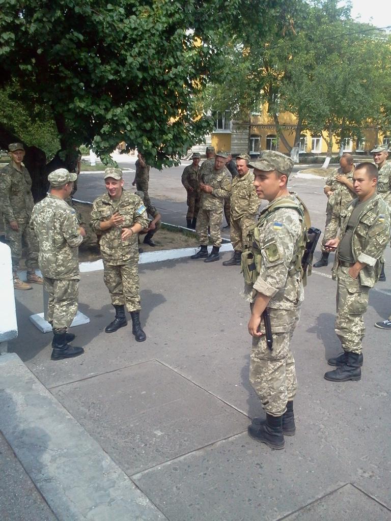 В армии очень разные люди - от мала до велика!