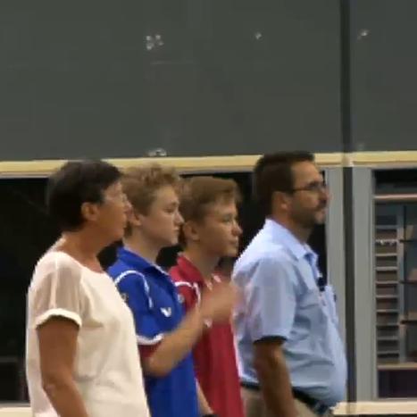 Владислав Макаров и Денис Изумрудов перед матчем. Церемония начала встречи